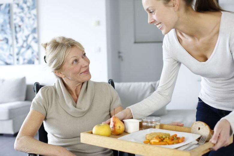 Aide aux repas personne handicapée strasbourg