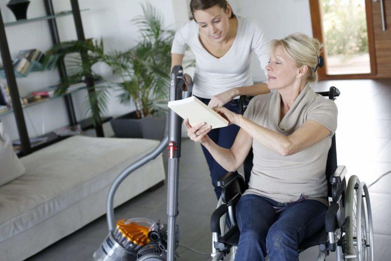 aide à domicile personne handicapée